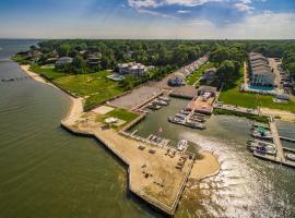Colonial Shores Resort, hotel in Hampton Bays
