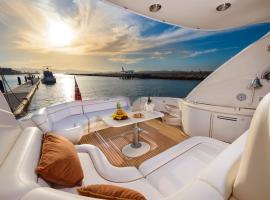 Luxury Yacht Hotel, hotel in Gibraltar
