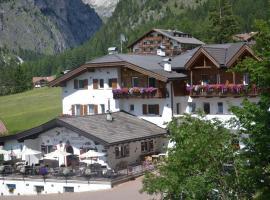 Hotel Scoiattolo, hotel in Selva di Val Gardena