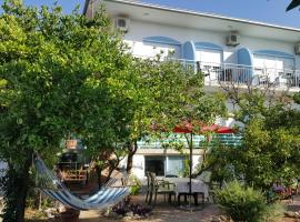 Two Sisters Apartments, pet-friendly hotel in Trogir