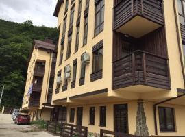 """Апартаменты """"Монте Роза 6,7"""", отель в Эстосадке, рядом находится Krasnaya Polyana Ski Resort"""