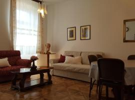 Centar, with parking place, hotel in Pula