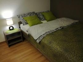 Apartment Green Island, hotel near Botanicheskaya Metro Station, Yekaterinburg