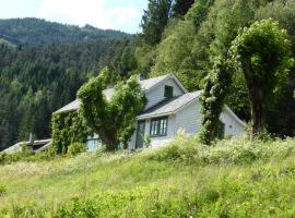 Rongen gard, farm stay in Bolstadøyri