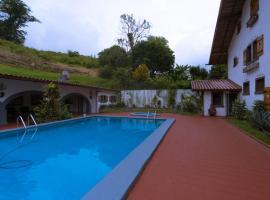 Hotel Los Héroes, hotel cerca de Cavernas de Venado, Nuevo Arenal