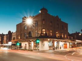 Crown Hotel Surry Hills, B&B in Sydney