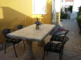 Guest house Island Gold, budget hotel in Vir