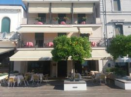 Hotel Diana, hotell i Gardone Riviera