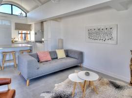 Azure 216, apartment in Bloubergstrand
