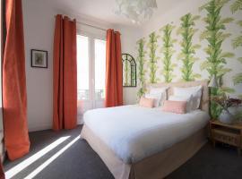 Hôtel Des Batignolles, hotel near La Fourche Metro Station, Paris