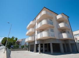 Apartments Lucia, hotel in Podstrana