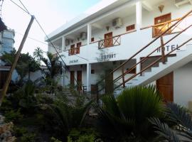 27 Cafe Zanzibar Airport Hotel، فندق في مدينة زنجبار