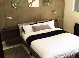 Room 122 @ The Nicol Hotel, hotel near Huddle Park Golf & Recreation, Johannesburg