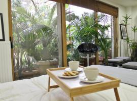 Luxurious Loft with Garden, hotel near Ethniki Amyna Metro Station, Athens