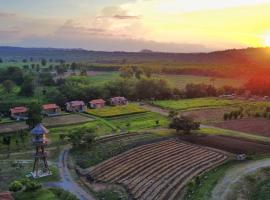 COOLLiving Farmhouse Organic, cottage in Wang Nam Khieo