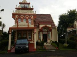 Villa Kota Bunga Homey (R14 Eindhoven), villa in Puncak