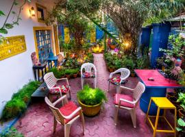 The Coral House Homestay, family hotel in Agra