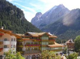 Albergo Alpino Al Cavalletto, hotel a Canazei