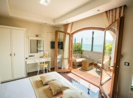 Helena VIP Villas and Suites - Half Board, villa in Sunny Beach