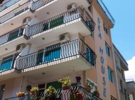 Sea House Guest House, guest house in Nesebar