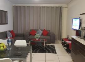 Strelitzia Apartment, hotel near Greenstone Shopping Centre, Edenvale