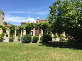 Ca'Bert Villa dei Glicini, hotel near Parco Natura Viva, Castelnuovo del Garda