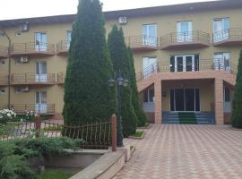 Hotel Cris, hotel near The Costinesti Obelisk, Costinesti