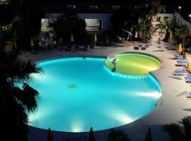 Marina Club Hotel, hotell i Baia Domizia