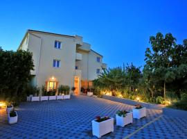 Apartments Stella Adriatica, hotel in Murter