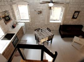Apartment Tragurium, hotel in Trogir