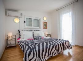 Apartments Lux, hotel in Makarska