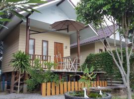 Bansuan Inthanon Resort, hotel in Chom Thong