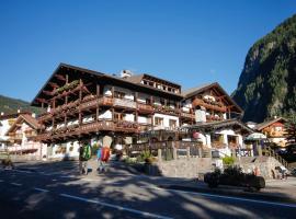 Hotel Alpi, hotel in Campitello di Fassa