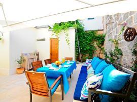 Luxury Apartment Dvor, hotel near Split Archaeological Museum, Split