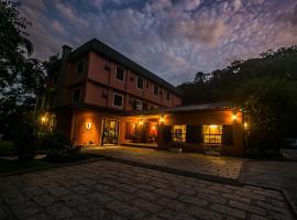 Pousada Albergo Del Leone, hotel with pools in Itaipava