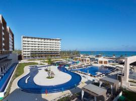 Royalton Blue Waters Resort & Spa All Inclusive, hotel in Falmouth