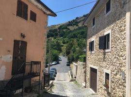 casa a rocca 2, hotel in zona Campo Felice, Rocca di Cambio