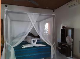 Blue Star Bungalows & Cafe, lodge in Amed