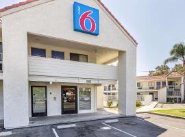 Motel 6-Fresno, CA, hotel v destinaci Fresno