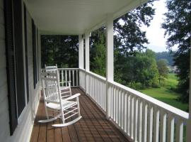 Forest Hill Home, hotel in Hendersonville
