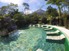 Paradise Hot Springs, hotel cerca de Aguas termales de Kalambu, Fortuna