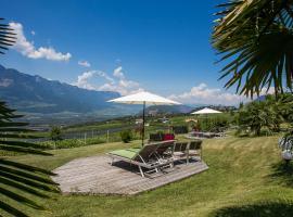 Burgunderhof, farm stay in Montagna