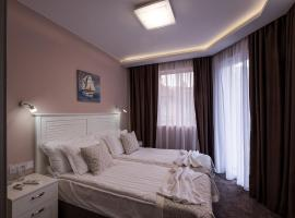 Caro Apartments & Rooms, hotel in Varna City