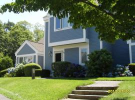 Ocean Edge Townhouse, holiday home in Brewster