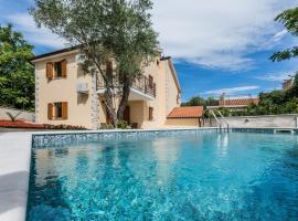 Apartments Villa Diamant with Pool & Whirlpool, hotel in Čižići
