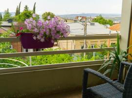 4BD Appartaments with cozy garden, homestay in Tbilisi