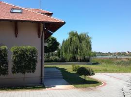 Motel Jezero, hotel u gradu Mladenovac