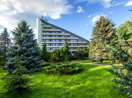 Hotel Jaskółka – hotel w pobliżu miejsca Wyciąg narciarski Mały Rachowiec w Ustroniu