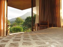 Miradas Arenal Hotel & Hotsprings, hotel cerca de Aguas termales de Kalambu, Fortuna
