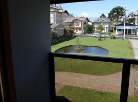 Residencial Aconchego do Lago, guest house in Gramado